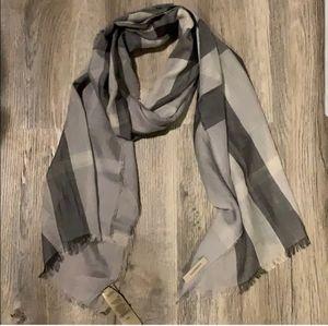 Burberry long grey scarf